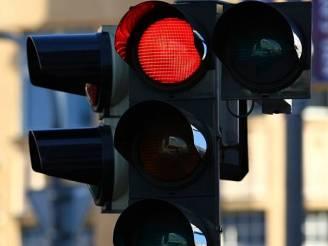 semafor-svetelna-signalizace-krizovatka-cervena-stop_denik-605